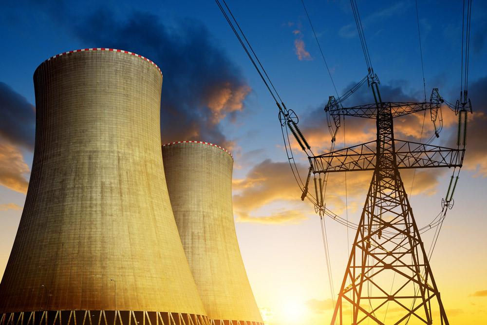 Strommast und Kraftwerk