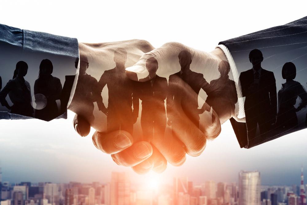 Handschlag der Kooperation symbolisiert