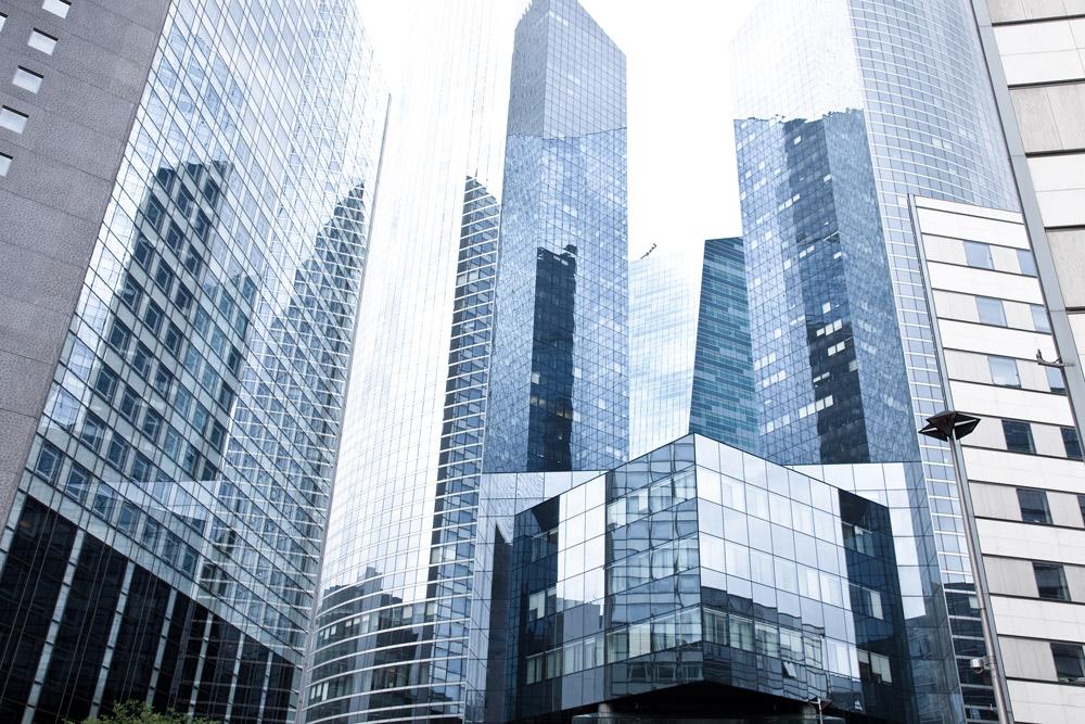 Hochhäuser mit Glasfassade