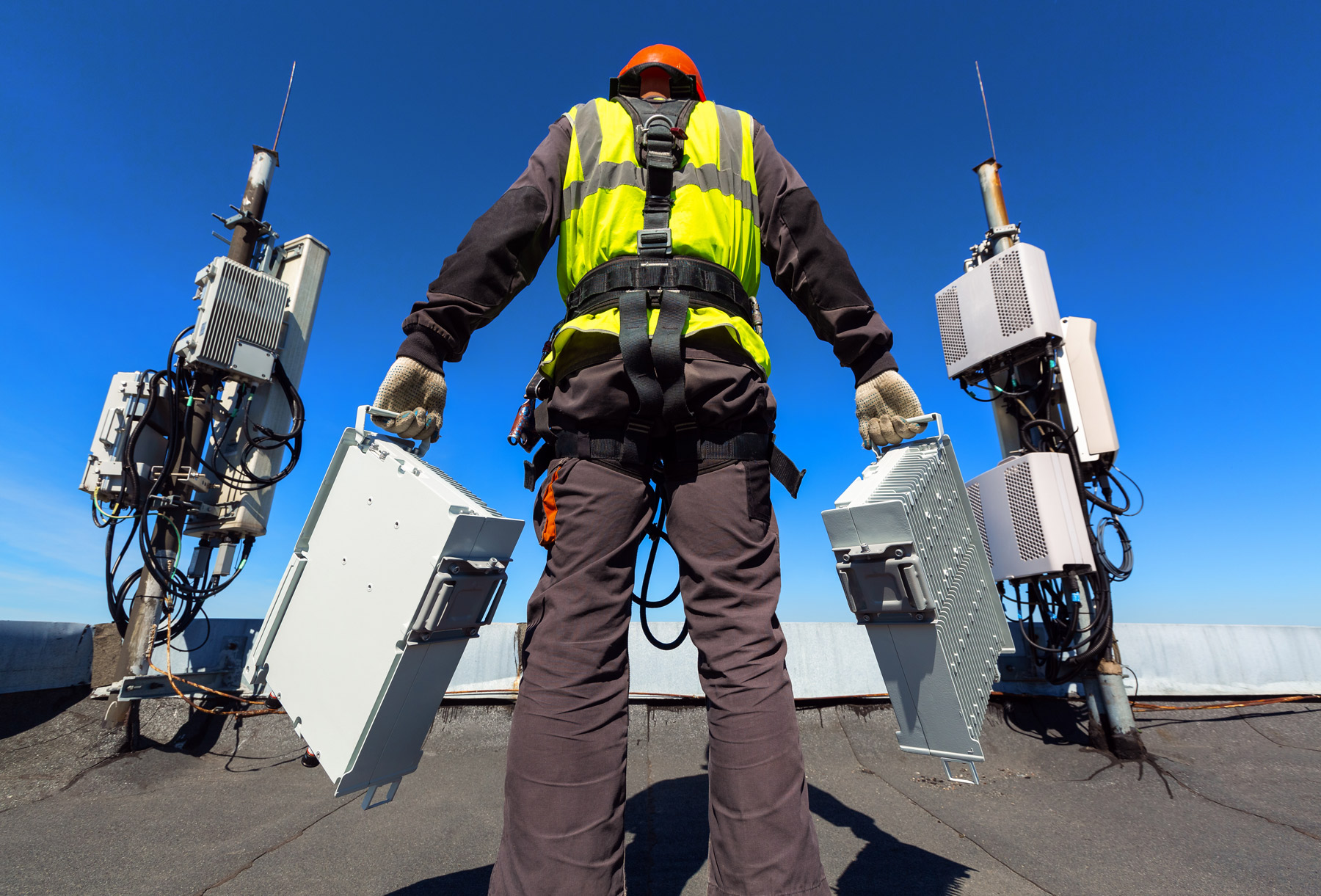 expert ready to install devices on rooftop
